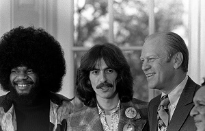 Billy Preston, George Harrison, Gerald Ford et Ravi Shankar en 1974