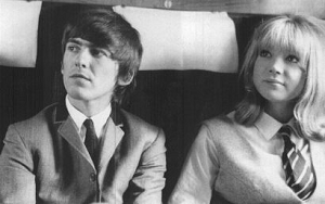 George Harrison et Pattie Boyd durant le tournage d`A Hard Day`s Night