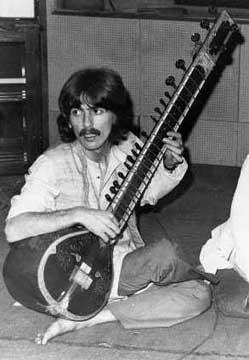 George Harrison jouant du sitar